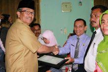 Bupati Serahkan Madrasah Award pada MAN Koto Baru Solok