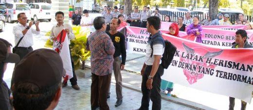 """Tidak Juga Keluarkan Sanksi Kepada Erisman, LSM Formas Nilai BK DPRD Padang """"Masuk Angin"""""""