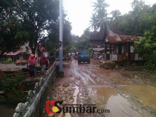 Wabup Solok Kunjungi Korban Banjir Bandang Koto Sani Singkarak