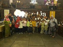 Manajemen Kafe dan Resto Karambia Santuni Anak Yatim