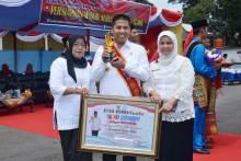 Walikota Hendri Arnis Dedikasikan Penghargaan Ayah Genre Untuk Generasi Muda Kota Padang Panjang