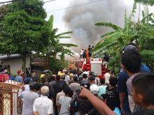 Dilalap Api, Empat Rumah Kontrakan dan 1 Unit Sepeda Motor Hangus saat Kebakaran di Sanjai Dalam Bukittinggi