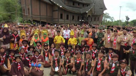 Pramuka Sekolah Islam Terpadu Sumbagut Lakukan Kemah Ukhwan di Istana Basa Pagaruyung