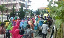 Ancam Segel Rektorat, Ratusan Mahasiswa IAIN Bukittinggi Berunjuk Rasa