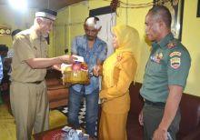Walikota Mahyeldi Bezuk Anggota TNI Korban Pengeroyokan Preman
