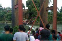 Polisi Selidiki Ambruknya Jembatan Kayu Gadang di Padang Pariaman