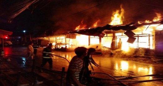 14 Toko dan 2 Kios Pedagang di Padang Panjang Hangus Terbakar