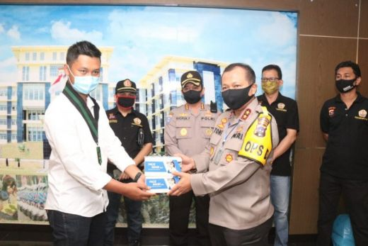 Polda Sumbar Salurkan Ribuan Masker kepada Warga melalui HMI