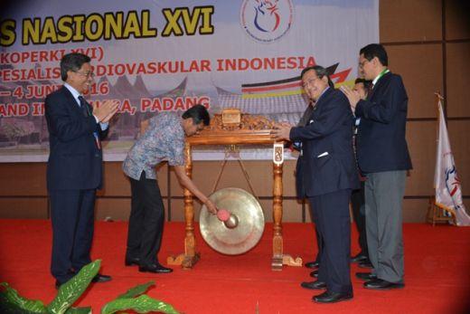 Buka Kongres Nasional Dokter Jantung, Gubernur Sumbar Promosikan Eloknya Ranah Minang