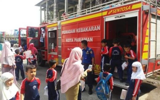 Belajar Fungsi Pemadam Kebakaran, Siswa SD Nurul Ilmi Kunjungi UPT Pemadam Kebakaran Kota Pariaman