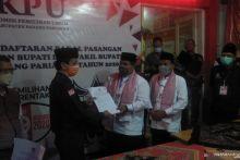 KPU Padang Pariaman Terima Berkas Pendaftaran Pencalonan Suhatri Bur-Rahmang