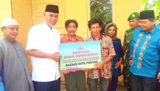 Warga Piai Tangah Pauh Bahagia, Dua Unit Bedah Rumah Diresmikan Walikota Padang