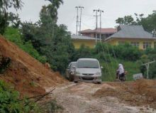 Pasca Longsor Jalur ke Solok Selatan Masih Rusak di Nagari Lolo