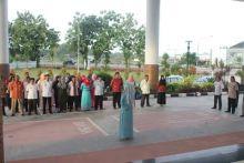bekerja-sambil-puasa-asn-kota-padang-berbusana-muslim-di-bulan-ramadan