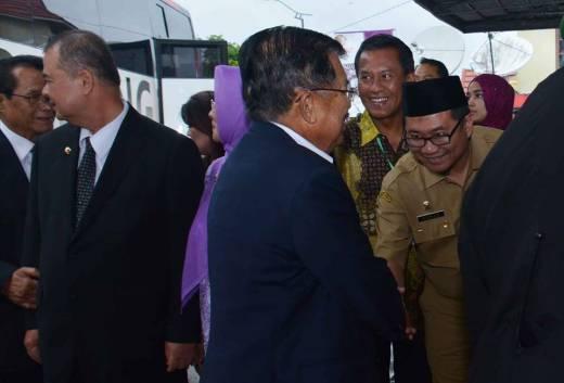 Nikmati Kelezatan Kuliner khas Kota Padang Panjang, Wapres Singgahi Sate Mak Syukur