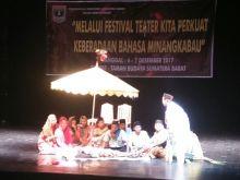 Elvina Adi Yanti: Teater Mampu Membawa Pesan Norma dan Kaidah Minangkabau