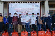 BNI Wilayah Padang Serahkan 1.000 Paket Sembako Melalui STIKES Hangtuah Pekanbaru