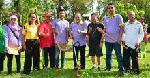 Tidak Hanya Mengapresiasi, Wakil Ketua DPRD Kota Padang WIP Ikut Serta dengan Warga Buat Jalan Baru