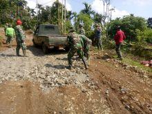 Prajurit TNI dari Kodim 0304/ Agam Ini Sudah Mulai Bekerja untuk Buka Jalan Sepanjang 2,2 KM di Sungai Puar Palembayan