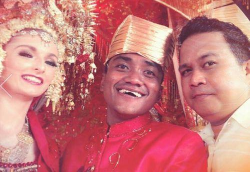 Alumni Unand Berwajah Lucu Ini Akhirnya Menikahi Gadis Cantik Asal Inggris di Padang