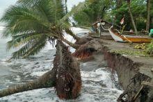 Abrasi Pantai Rusak Sebuah Rumah dan Ancam Puluhan Kepala Keluarga di Padang Pariaman