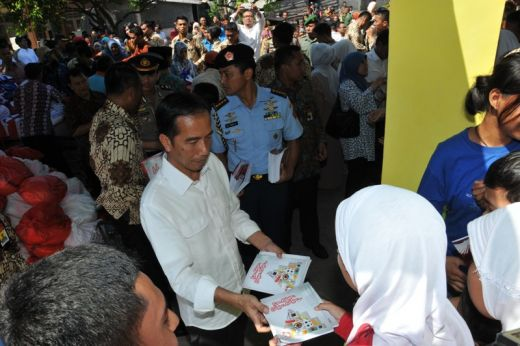 Warga Kelurahan Ulak Karang Kota Padang, Antusias Bertemu Presiden Jokowi