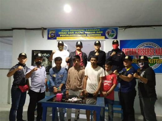 Diduga Terpapar Covid-19, Belasan Petugas Sat Narkoba Polres Bukittinggi dan Puluhan Tahanan Jalani Tes Swab