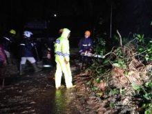 Curah Hujan Tinggi Sebabkan Longsor dan 4 Jembatan Putus di Padang Pariaman