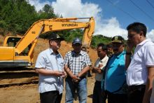 Kunjungi Jalan Longsor Pantai Cermin Solok, Wagub Sumbar: Perbaikan Jangan Berlarut-Larut
