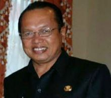 Mantan Wako Padang Panjang Raih KPAI Award karena Pelopori Kota Tanpa Rokok dan Tolak Pajak Cukai Rokok Masuk APBD