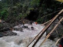 Jalur Sicincin - Bukittinggi Masih Terputus, Tumpukan Material Longsor Malalak di Sungai Dikhawatirkan Picu Bencana yang Lebih Besar