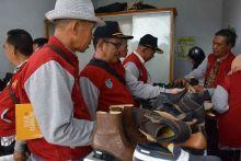 Wah! Produk Alas Kaki Pengrajin Kulit Kota Padang Panjang, Diserbu Rombongan Korpri Ogan Ilir