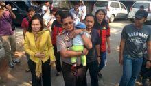 Pura-pura Beli Nasi Padang, 2 Cewek Kakak Beradik Culik Bayi