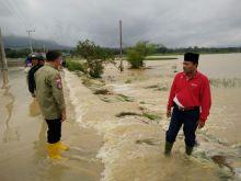 Berbagi Tugas dengan Gubernur, Hari Ini Wagub Nasrul Abit Tinjau Musibah Banjir di Limapuluh Kota dan Payakumbuh