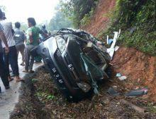 Diduga Rem Blong, Sebuah Truk Tabrak 3 Kendaraan di Sitinjau Laut