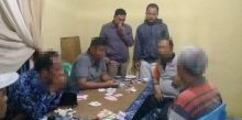 Lagi Asyik Judi Remi, Oknum Wali Nagari dan Pensiunan PNS Ditangkap Polisi di Kayu Tanam