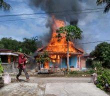 Kompor Meledak, Sebuah Rumah Semi Permanen di Bukit Apit Puhun Bukittinggi Ini Ludes Terbakar