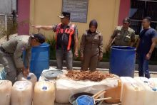 Dua Pabrik Tuak Digerebek, Ratusan Liter Tuak Disita Satpol PP Limapuluh Kota