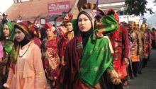 Diikuti 1.700 Peserta, Karnaval Songket Silungkang Pecahkan Rekor MURI