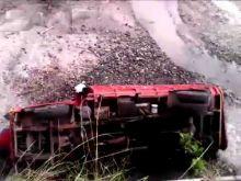 Truk Bermuatan Gula Pasir Ini Terguling ke Jurang Sedalam 20 Meter di Sitinjau Lauik