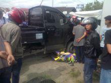 Sepeda Motor Vario Ini Nyungsep di Bawah Kolong Mobil Pick Up Usai Bertabrakan di Simpang Taluak By Pass Agam