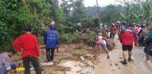 Longsor Kembali Terjadi di Sitinjau Lauik, Jalan Padang-Solok Sempat Putus 1 Jam