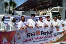 REI Sumbar Salurkan 200 Paket Bahan Pokok di Padang