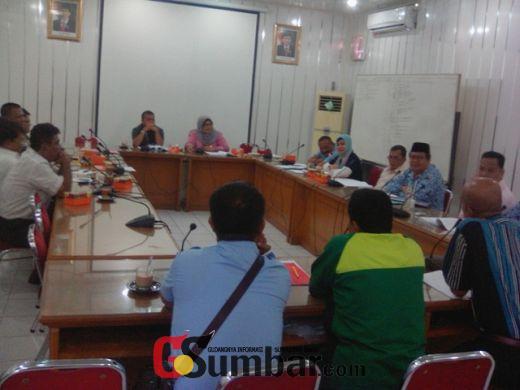DPRD Padang Pertanyakan Dasar Dinas Koperasi dan UMKM Berikan Penghargaan Kepada Kopanbapel Teluk Bayur