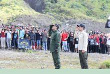 Wabup Solok Pimpin Upacara HUT RI ke-71 Bersama Ribuan Pendaki di Puncak Gunung Talang