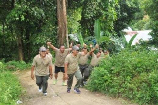 Danrem 032/Wirabraja Jalan Santai Telusuri Gunung Padang