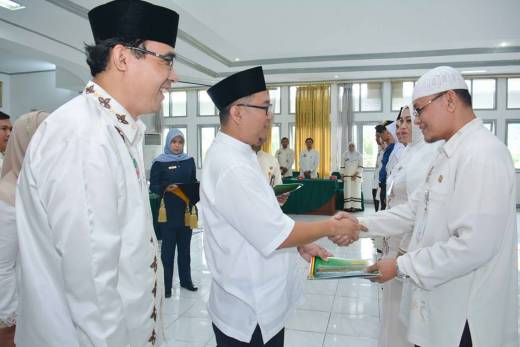 121 PNS Pemko Padang Panjang Terima SK Kenaikan Pangkat
