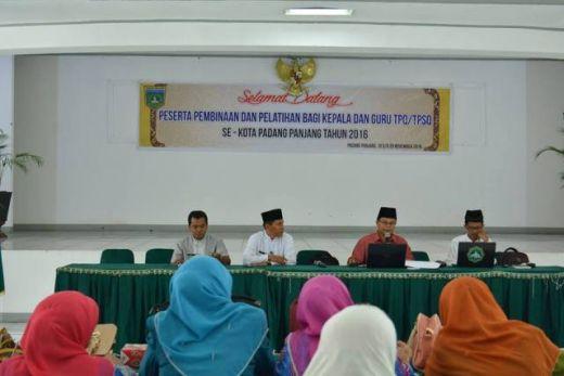 Pemko Padang Panjang Berikan Pembinaan Dan Pelatihan Bagi Kepala dan Guru TPQ/TPSQ
