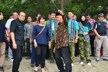 Wako Mahyeldi Terima Bantuan Konservasi Penyu dari Daihatsu