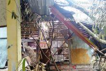 SD 16 V Koto Timur Ditimpa Pohon Tumbang, Satu Kelas Rusak